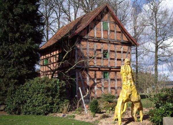 Historischer Speicher auf der Ginseng Farm in Bockhorn.